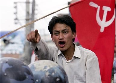 Непальский товарищ противостоит ОМОНУ