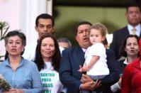 Уго Чавес с освобожденными заложниками