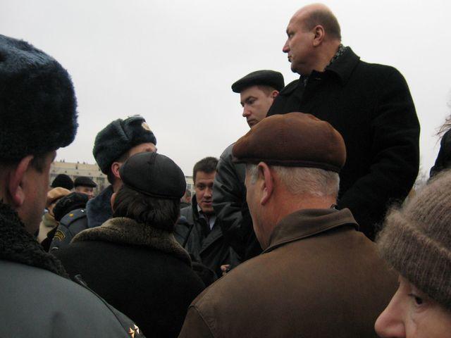 Приказ: Схватить Малинковича!Но жители не дали