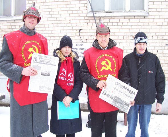 Активисты КП работают в гуще народа