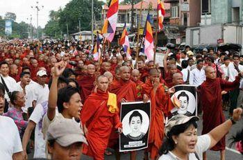 Трудящиеся Бирмы требуют перемен!