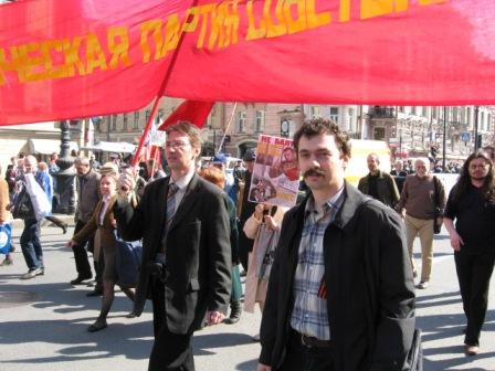 Коммунист Сахаров ведет демонстрантов