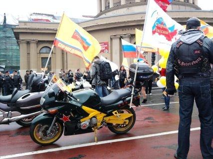 Социалистов охраняли от буржуев байкеры с красными звездами