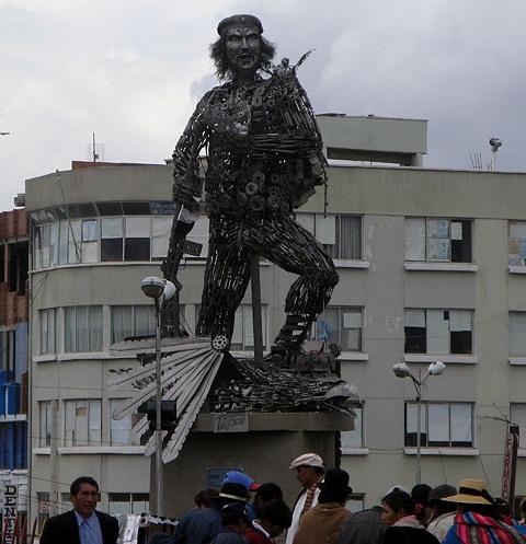 Памятник Че охраняет Боливию от контры