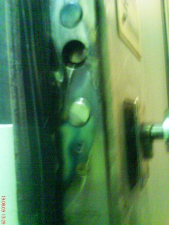 Дверь в офис адвоката КПЛО резали болгаркой