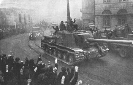 Поляки встречают советских солдат-освободителей