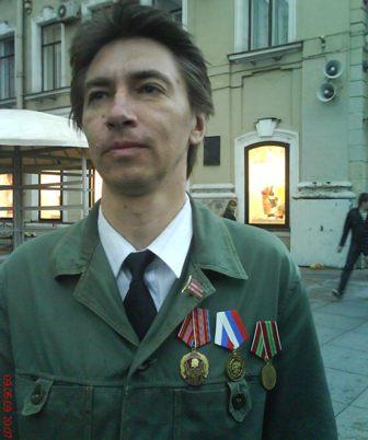 Член КП А.Сахаров после 3-х часовой проверки документов