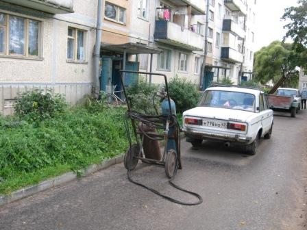 Счастливчик с газовым баллоном. Газ в дом не проведен. Пос.Запорожское