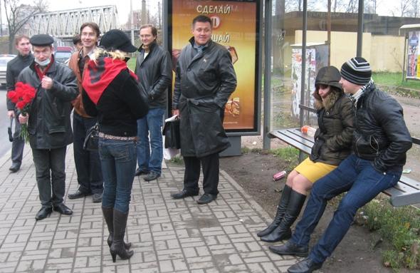 Ожидающие трамвая дети рабочих Выборгской стороны