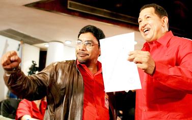 Лидеры Социалистов и коммунистов Венесуэлы Уго Чавес и Оскар Фигера