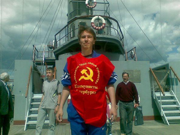 Коммунисты повели за собой в патруль беспартийных