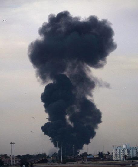 Ливия пылает, а они гуляют по Невскому