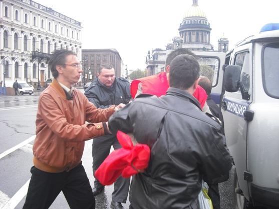 Коммунист Сахаров пытается отбить депутата Перова от сатрапов капитализма