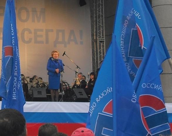 Спасибо Единой России за счастливое детство...А рядом крутят руки Машковцеву
