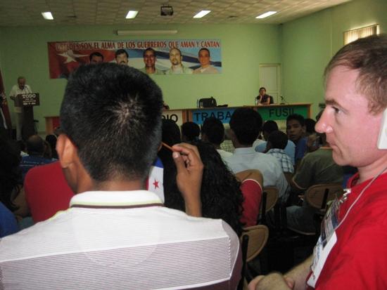 Делегаты слушают выступление Спикера парламента Кубы тов.Р.Аларкона