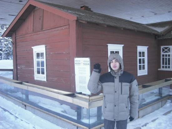 Сторонник КП показывает одну из многих явочных квартир Ильича