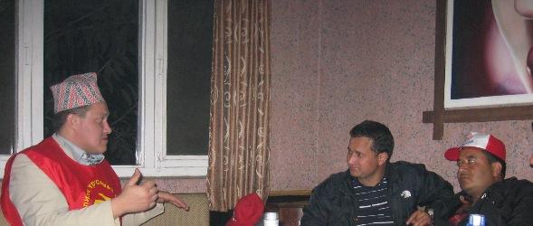 Депутат Перов беседует с лидерами комсомола КПН(ОМЛ) тов. М.Башметом и Й.Шахи