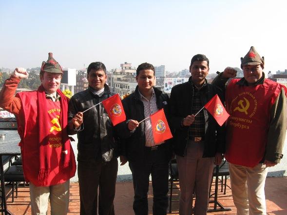 С руководителями комсомола ОМЛ на высокой точке Катманду