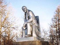 Ленин в Красном селе должен оставаться таким - близким, родным