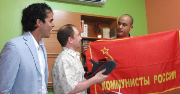Вручение памятных подарков министру лидеру молодежи ОСПВ тов.Родригесу