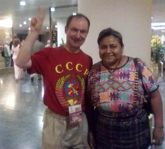 С лауреатом Нобелевской премии мира Ригобертой Менчу